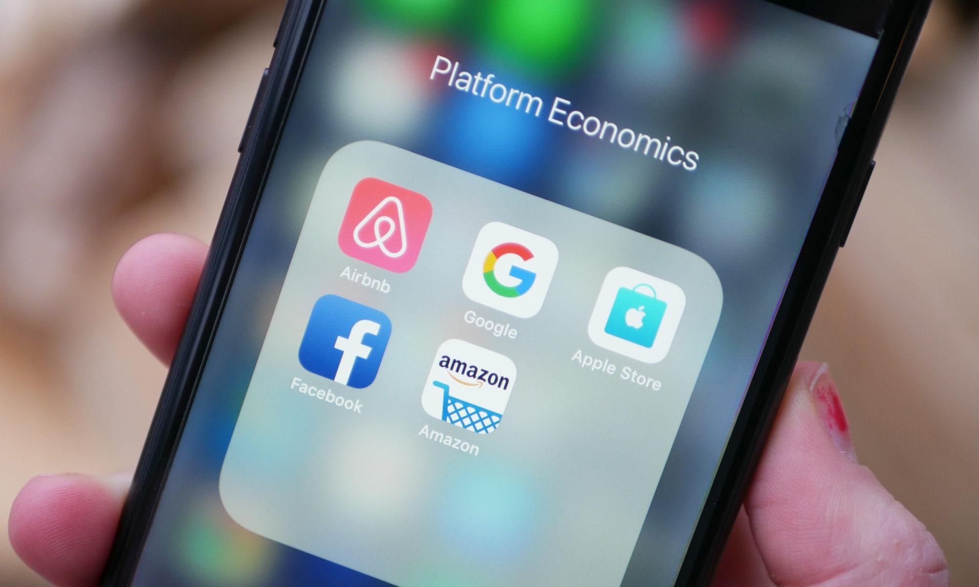 Smartphone-Screen mit Plattform-Apps